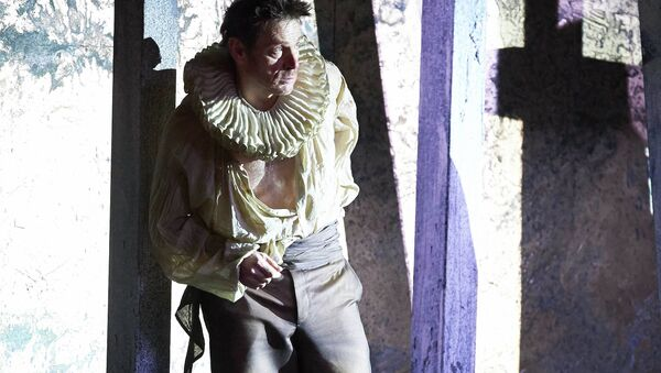 Британский баритон Саймон Кинлисайд в постановке оперы Верди Риголетто в Вене
