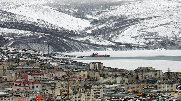 Панорамный вид на порт и жилые кварталы Магадана