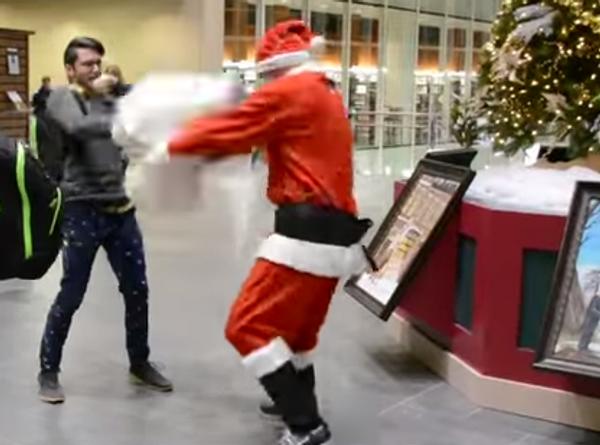 Санта Клаус - мастер спорта по боям подушками