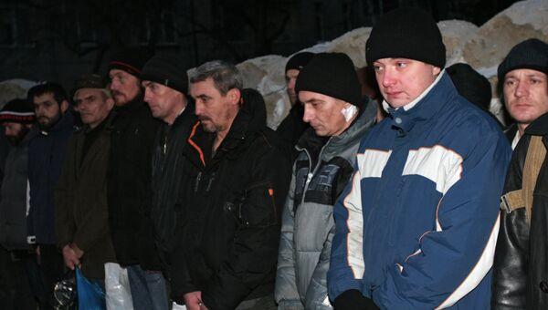 Украинские пленные во время обмена между ополченцами Донецкой Народной Республики и украинскими силовиками. Архивное фото