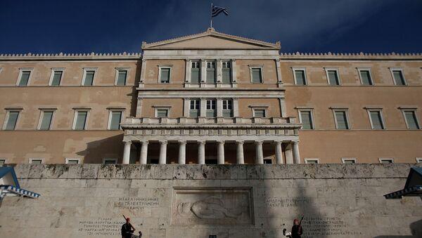Гвардейцы у здания греческого Парламента в Афинах. Архивное фото