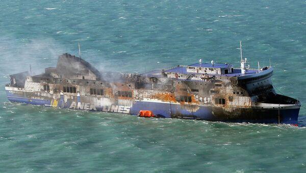 Сгоревший итальянский паром Norman Atlantic в водах Греции. Архивное фото
