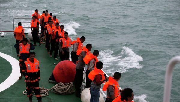 Поисковые работы на месте крушения самолета AirAsia в Яванском море, 3 января 2015