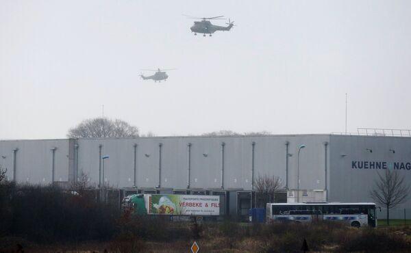 Французские военные вертолеты над местом операции по захвату напавших на офис Charlie Hebdo
