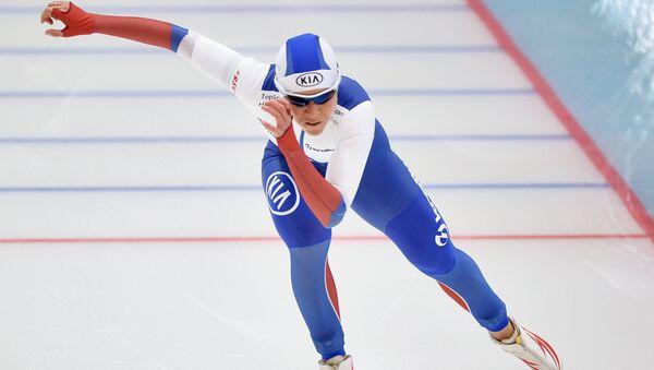 Ольга Граф (Россия) на дистанции в забеге среди женщин на 500 метров на чемпионате Европы по конькобежному спорту в Челябинске.