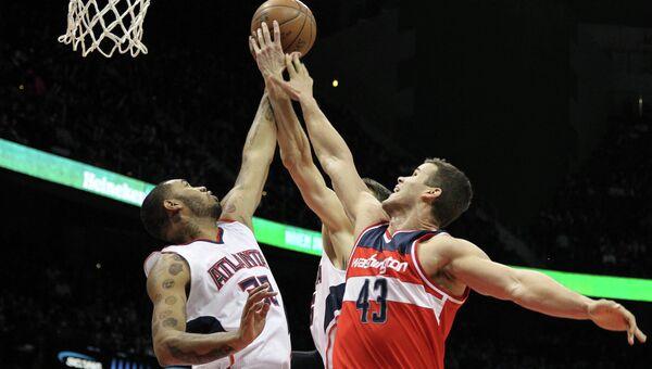 Баскетболисты Вашингтон Уизардс против команды Атланта Хокс