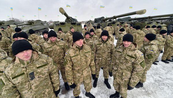 Украинские военнослужащие на военной базе, архивное фото