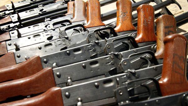 Автоматы Калашникова АК-47. Архивное фото
