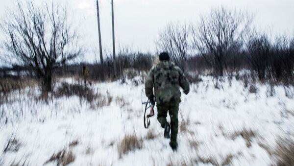 Ополченцы Донецкой народной республики патрулируют территорую возле города Дебальцево. Архивное фото.