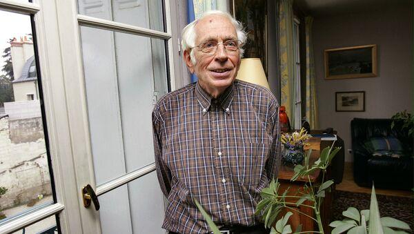 Лауреат Нобелевской премии по химии Ив Шовен. 2005 год