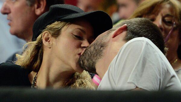 Певица Шакира с мужем Жераром Пике, архивное фото
