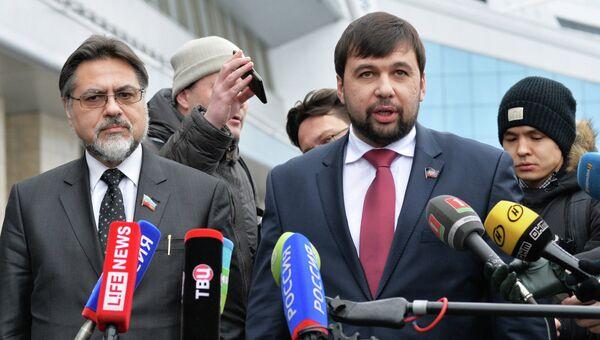 Пресс-конференция представителей ДНР и ЛНР в аэропорту Минска