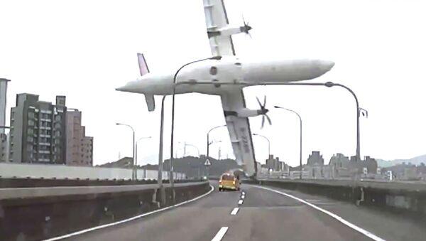 Крушение самолета ATR 72 в Тайбэе