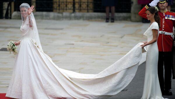Кэтрин Миддлтон в свадебном платье от модного дома Александра Маккуина
