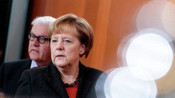 Министр иностранных дел Германии Франк-Вальтер Штайнмайер  и канцлер Германии Ангела Меркель