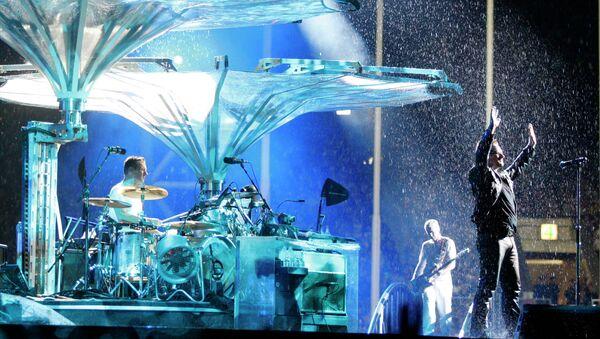 Концерт U2 на стадионе Лужники в Москве