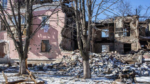 Разрушенный жилой дом в Донецкой области. Архивное фото