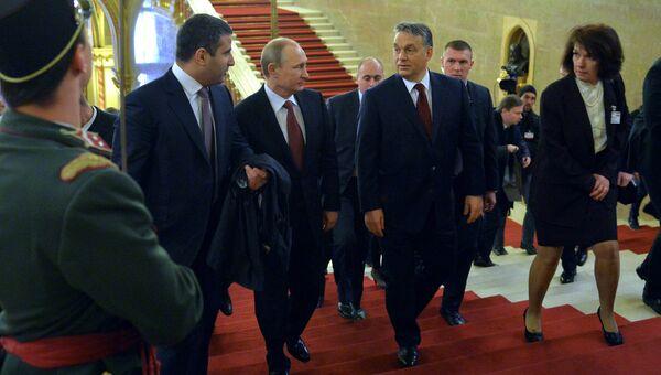 Президент России Владимир Путин и премьер-министр Венгерской Республики Виктор Орбан во время встречи в Будапеште