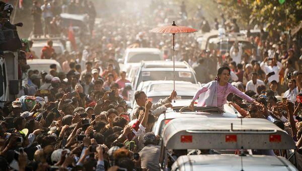 Лидер оппозиционной партии Национальная лига за демократию Аун Сан Су Чжи. Архивное фото