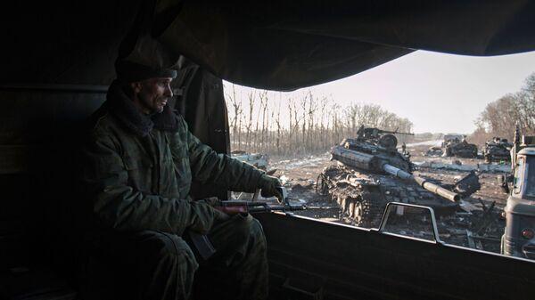 Ополченец в окрестностях Дебальцево Донецкой области. 20 февраля 2015