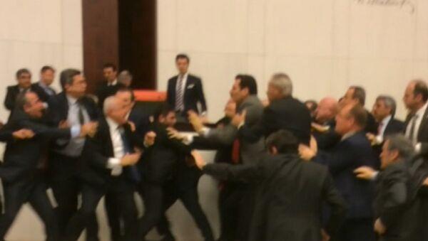 Турецкие парламентарии подрались, обсуждая законопроект о безопасности