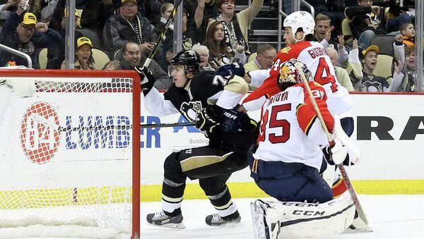 Евгений Малкин забивает гол в матче Питтсбурга с Флоридой в НХЛ, 22 февраля 2015