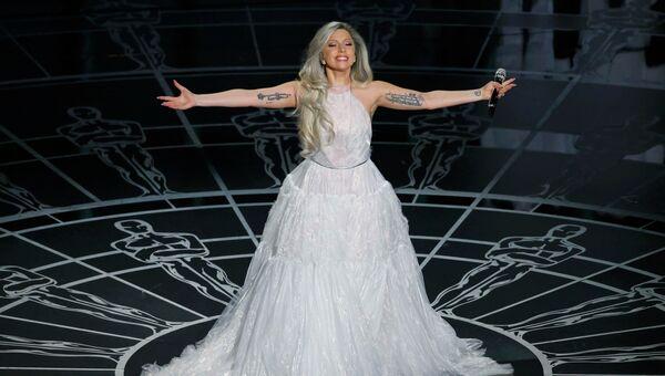 Леди Гага во время выступления на церемонии вручения премии Оскар