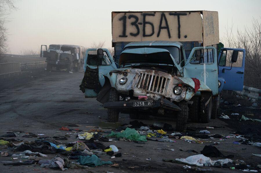 Сгоревшая военная техника украинских военных на одной из улиц Дебальцево