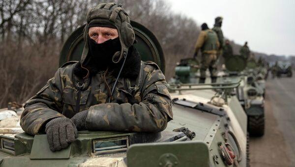 Солдаты украинской армии во время подготовки к отводу войск