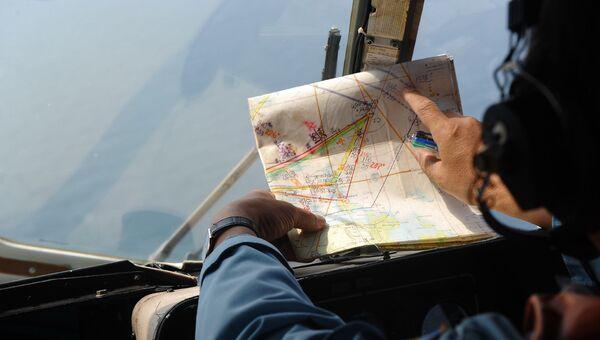 Член экипажа, участвующего в поисках пропавшего малайзийского Боинга MH370. Архивное фото