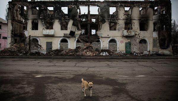 Разрушенное здание в Углегорске, Архивное фото
