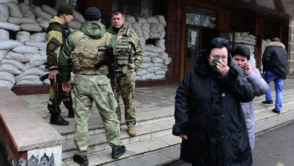 Взрыв на шахте Засядько. Близкие шахтеров возле шахты.