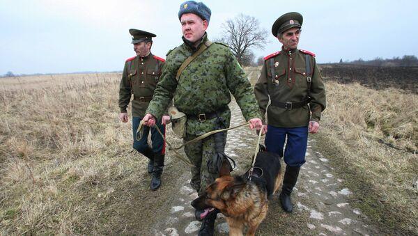 Совместное с представителями казачьих обществ патрулирование границы. Архивное фото