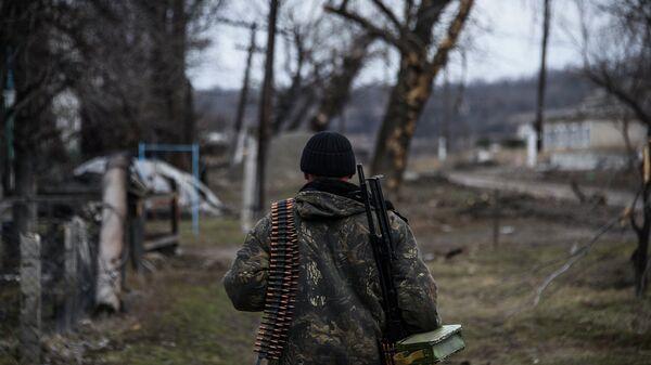 Ополченец в Луганской области. Март 2015. Архивное фото