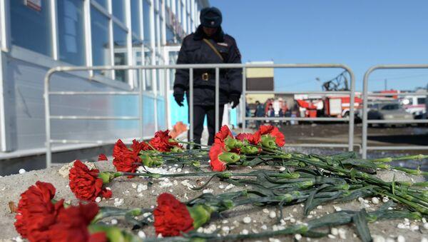 День траура в память о погибших при пожаре в торговом центре Адмирал. Архивное фото