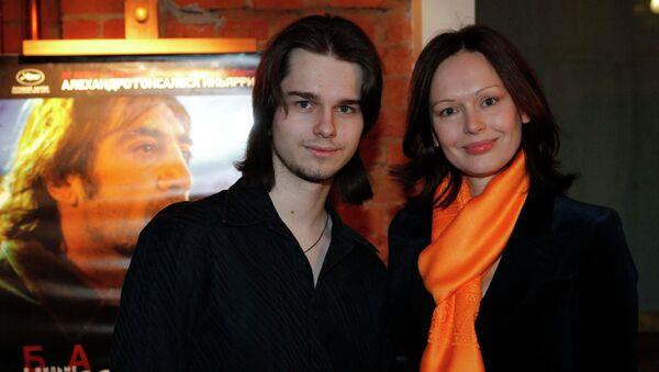 Ирина Безрукова с сыном Андреем Ливановым. Архивное фото