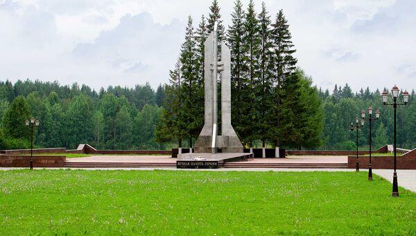 Кладбище-мемориал в память о катастрофе на космодроме Плесецк (1980) в г. Мирный. Архивное фото
