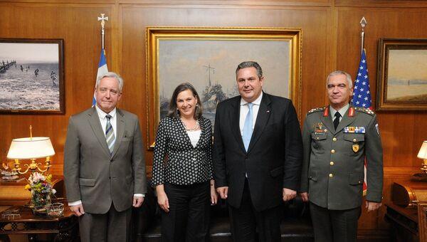 Встреча заместителя госсекретаря США Виктории Нуланд и министра обороны Греции Паноса Камменоса