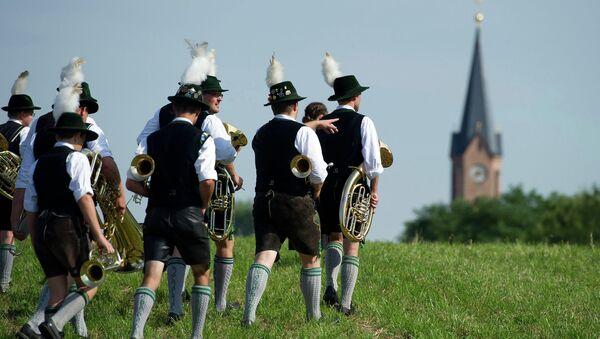 Музыканты в традиционных баварских костюмах. Архивное фото