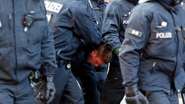 Столкновения протестующих с полицией во Франкфурте