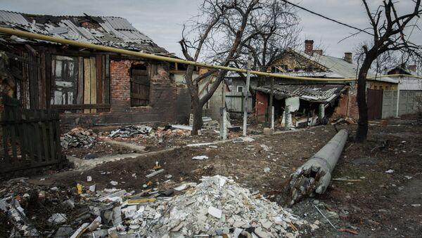 Разрушенный поселок Трудовские Петровского района Донецкой области. Март 2015