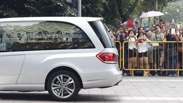 Катафалк с телом бывшего премьер-министра Сингапура Ли Куан Ю