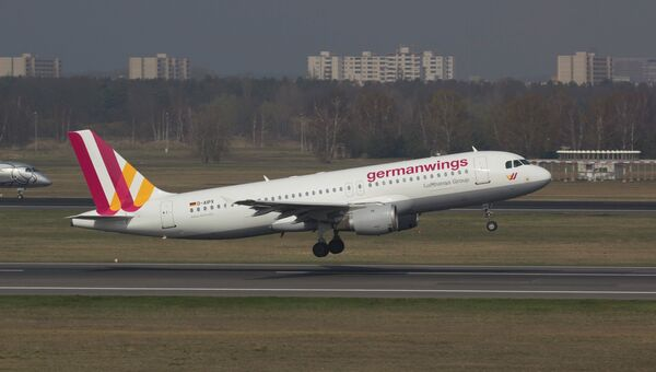 Самолет Airbus A320 авиакомпании Germanwings в аэропорту Берлина