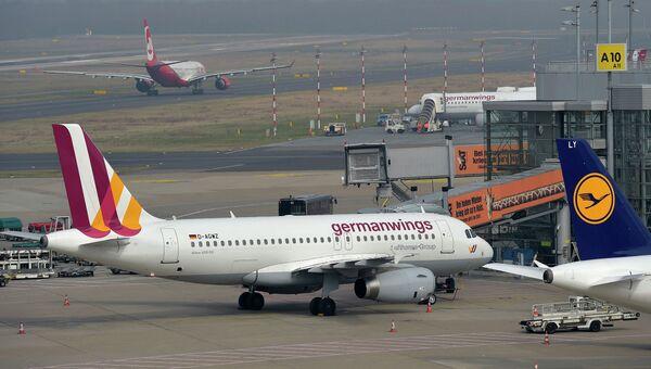 Самолет Airbus A320 авиакомпании Germanwings в аэропорту Дюссельдорфа