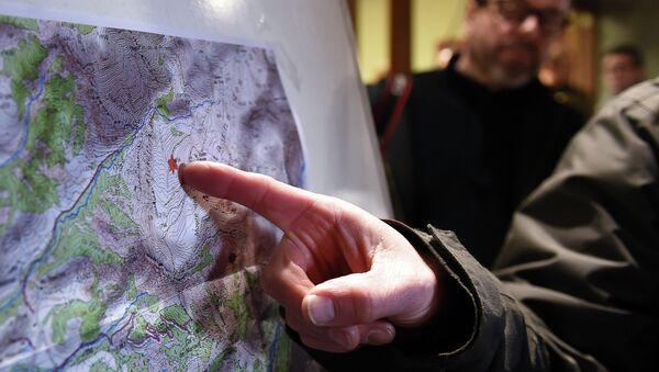 Спасатели указывают на место крушения крушения самолета Airbus A320 на юго-востоке Франции