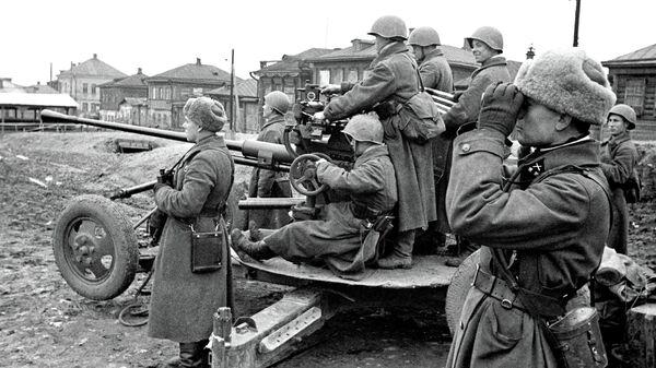 Отражение танковой атаки на улицах Тулы в годы Великой Отечественной войны. Архивное фото