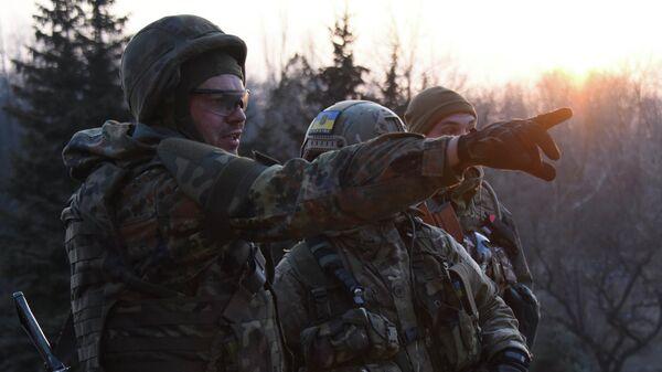 Бойцы батальона Азов под Широкино, Донецкая область. Архивное фото
