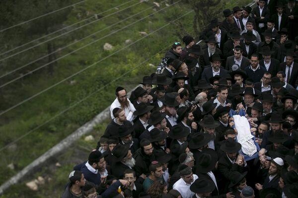 Похороны детей погибших при пожаре в доме ортодоксальной еврейской семьи Нью-Йорка