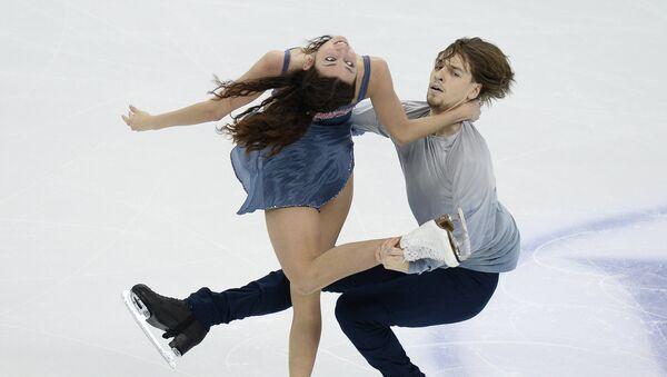 Ксения Монько и Кирилл Халявин (Россия) выступают в произвольной программе танцев на чемпионате мира по фигурному катанию в Шанхае