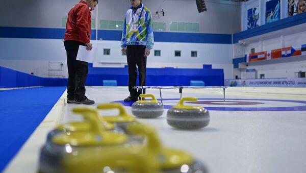 Подготовка к соревнованиям по керлингу на Сурдлимпийских играх в Ханты-Мансийске